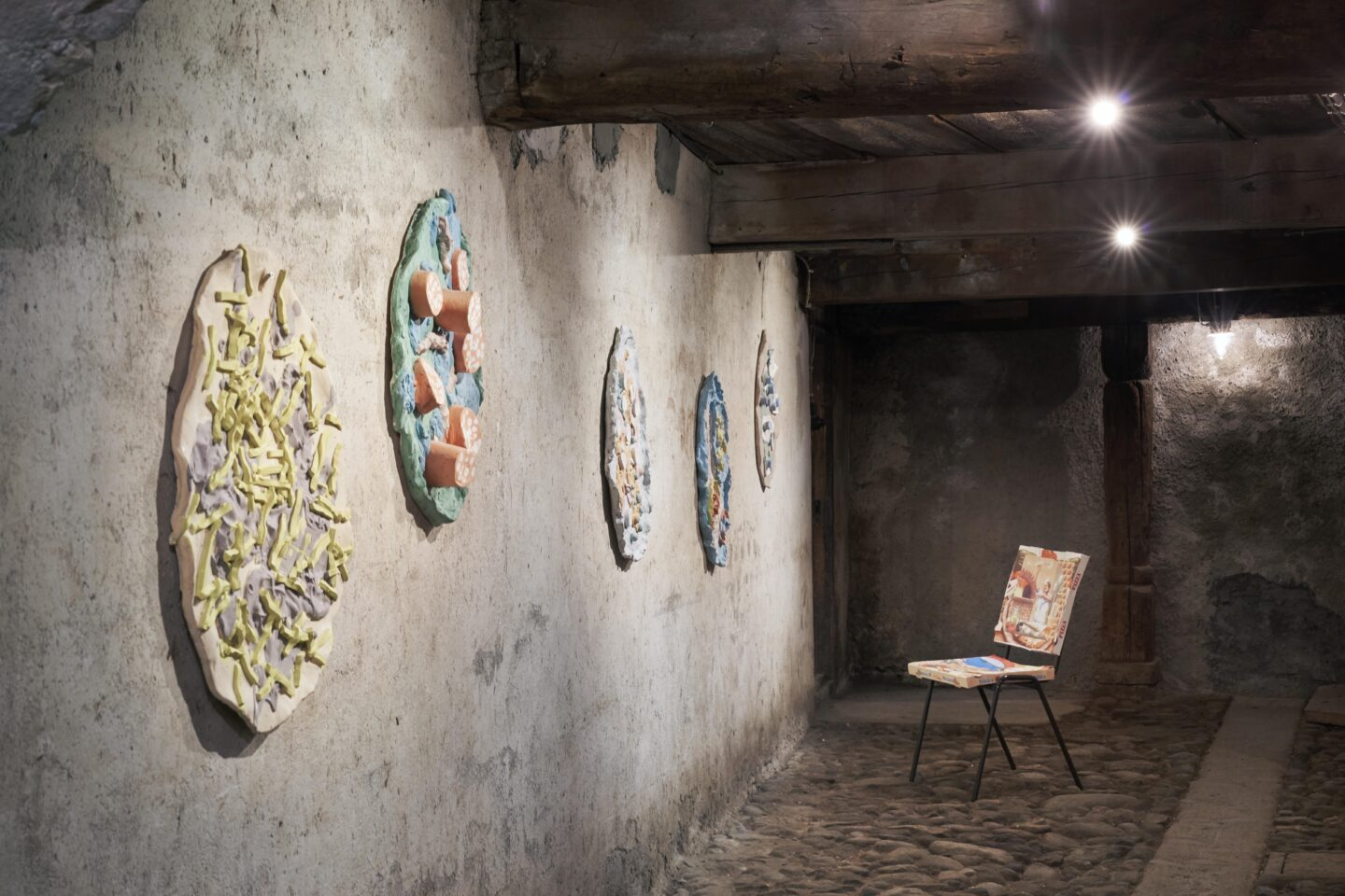 Exhibition View Bastien Aubry Soloshow «Pizzeria Stalletta» at Stalletta Madulain by Windhager von Kaenel / Photo: Franz Rindlisbacher / Courtesy: the artist and Windhager von Kaenel