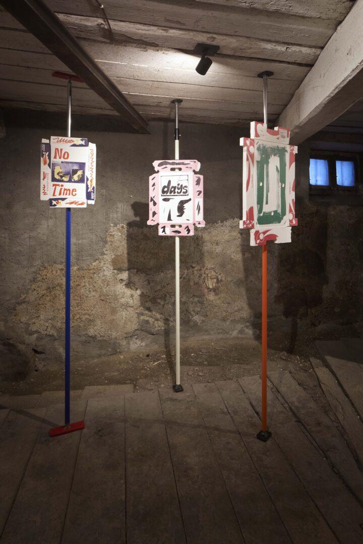 Exhibition View Bastien Aubry Soloshow «Pizzeria Stalletta» at Stalletta Madulain by Windhager von Kaenel / Photo: Franz Rindlisbacher / Courtesy: the artist and Windhager von Kaenel