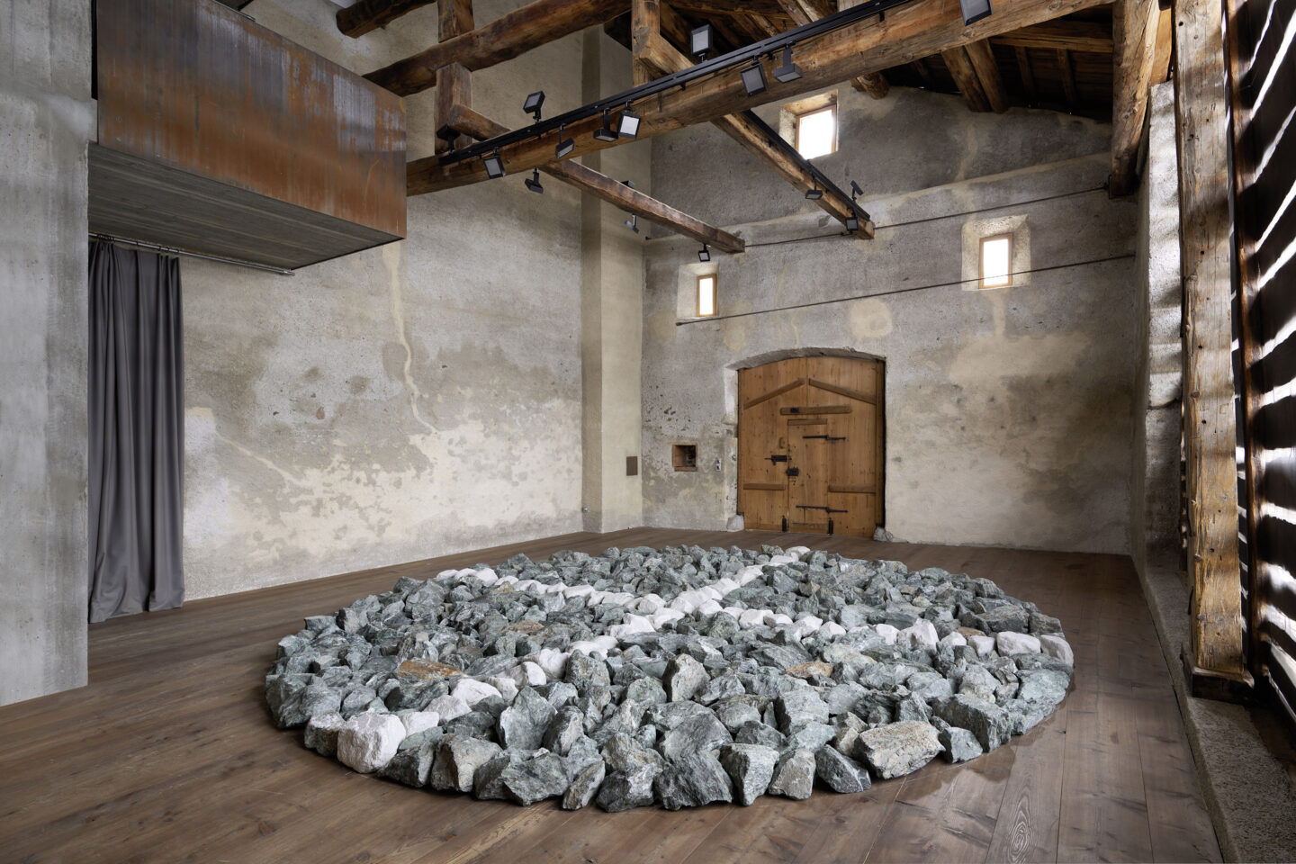 Exhibition View Groupshow «Absolutely Tschudi; view on Richard Long, Cardinal Points, 2019» at Galerie Tschudi, Zuoz, 2019 / Photo: Ralph Feiner, Malans / Courtesy: the artists and Galerie Tschudi, Zuoz