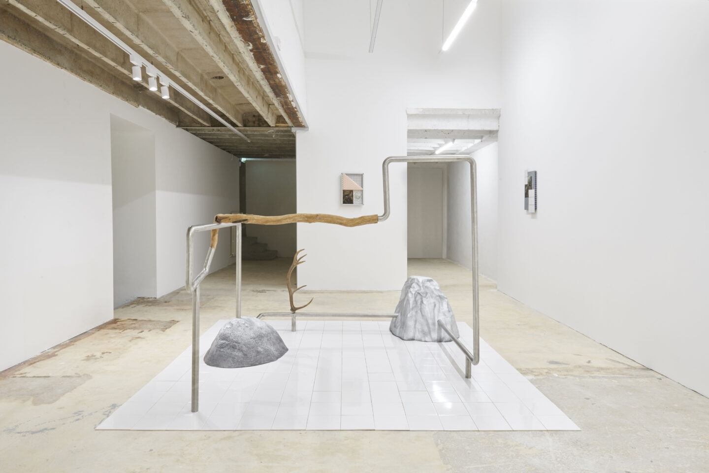 Exhibition View Vikenti Komitski Soloshow «Sea Level» at Fabienne Levy Gallery, Lausanne, 2020 / Courtesy: the artist and Fabienne Levy Gallery