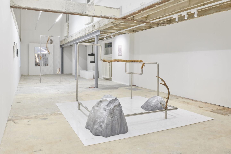 Exhibition View Vikenti Komitski Soloshow «Sea Level» at Fabienne Levy Gallery, Lausanne, 2020 / Courtesy: the artist and Fabienne Levy Gallery