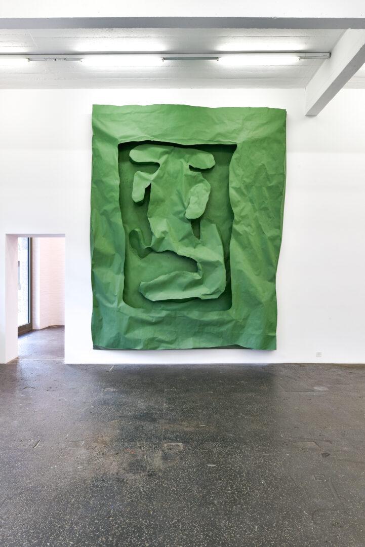 Exhibition View Groupshow «La fine ligne; view on Simone Holliger, Green frame figure, 2020» at Kunst Halle Sankt Gallen, St. Gallen, 2020 / Photo: Kunst Halle Sankt Gallen, Sebastian Schaub / Courtesy: the artist; Gallery Nicolas Krupp, Basel