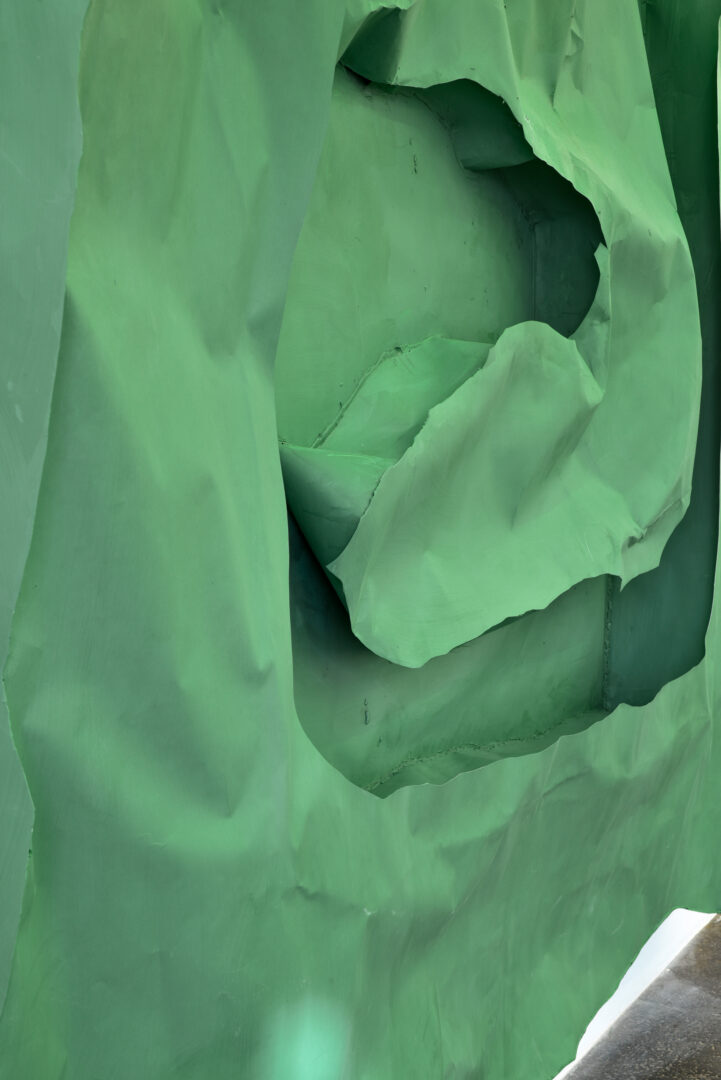 Exhibition View Groupshow «La fine ligne; view on Simone Holliger, Green frame figure, 2020 (detail)» at Kunst Halle Sankt Gallen, St. Gallen, 2020 / Photo: Kunst Halle Sankt Gallen, Sebastian Schaub / Courtesy: the artist; Gallery Nicolas Krupp, Basel