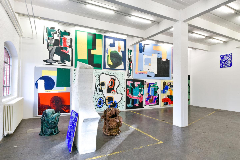Exhibition View Groupshow «La fine ligne; view on Linus Bill and Adrien Horni, Marine Julié» at Kunst Halle Sankt Gallen, St. Gallen, 2020 / Photo: Kunst Halle Sankt Gallen, Sebastian Schaub