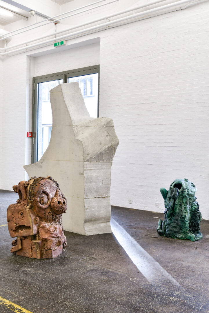 Exhibition View Groupshow «La fine ligne; view on Linus Bill and Adrien Horni» at Kunst Halle Sankt Gallen, St. Gallen, 2020 / Photo: Kunst Halle Sankt Gallen, Sebastian Schaub