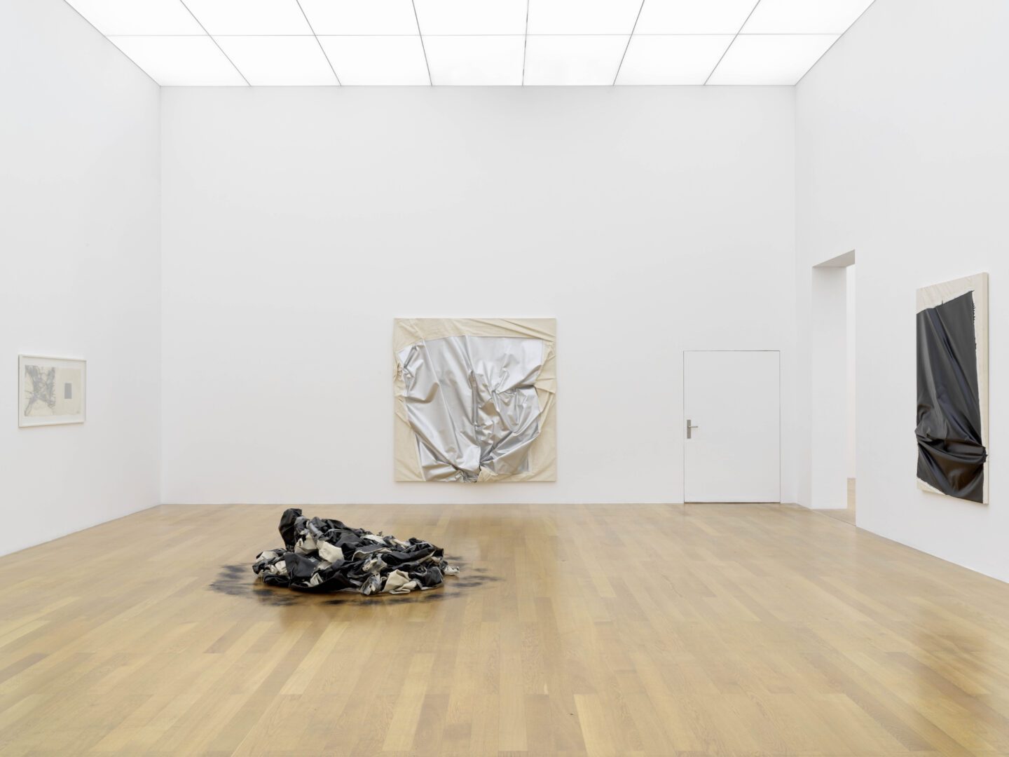 Exhibition View Steven Parrino Soloshow «Nihilism Is Love» at Kunstmuseum Liechtenstein, Liechtenstein, 2020 / Photo: Stefan Altenburger / © Kunstmuseum Liechtenstein / Courtesy: the artist and Kunstmuseum Liechtenstein