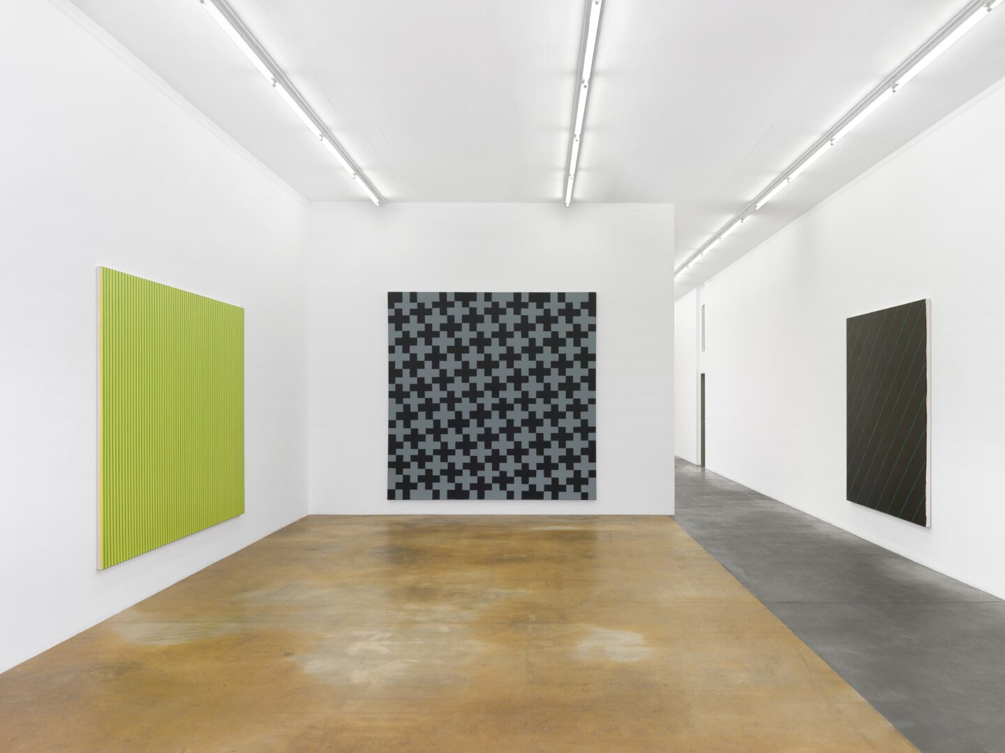 Exhibition View Olivier Mosset Soloshow at MAMCO, Geneva, 2020 / Photo: Annik Wetter / Courtesy: the artist and MAMCO