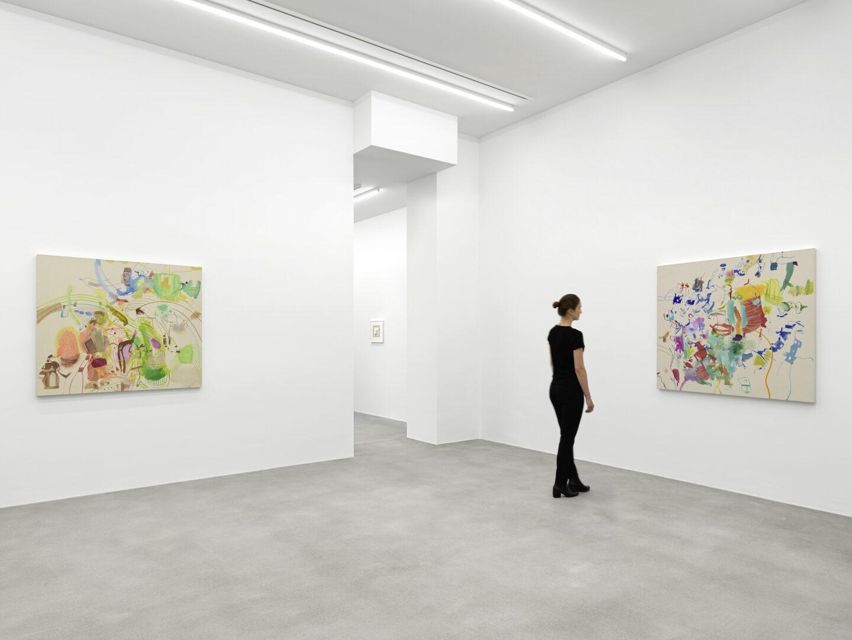 Exhibition View Sue Williams Soloshow at Galerie Eva Presenhuber, Waldmannstrasse, Zurich, 2020 / Photo: Stefan Altenburger / © Sue Williams / Courtesy the artist and Galerie Eva Presenhuber, Zurich / New York