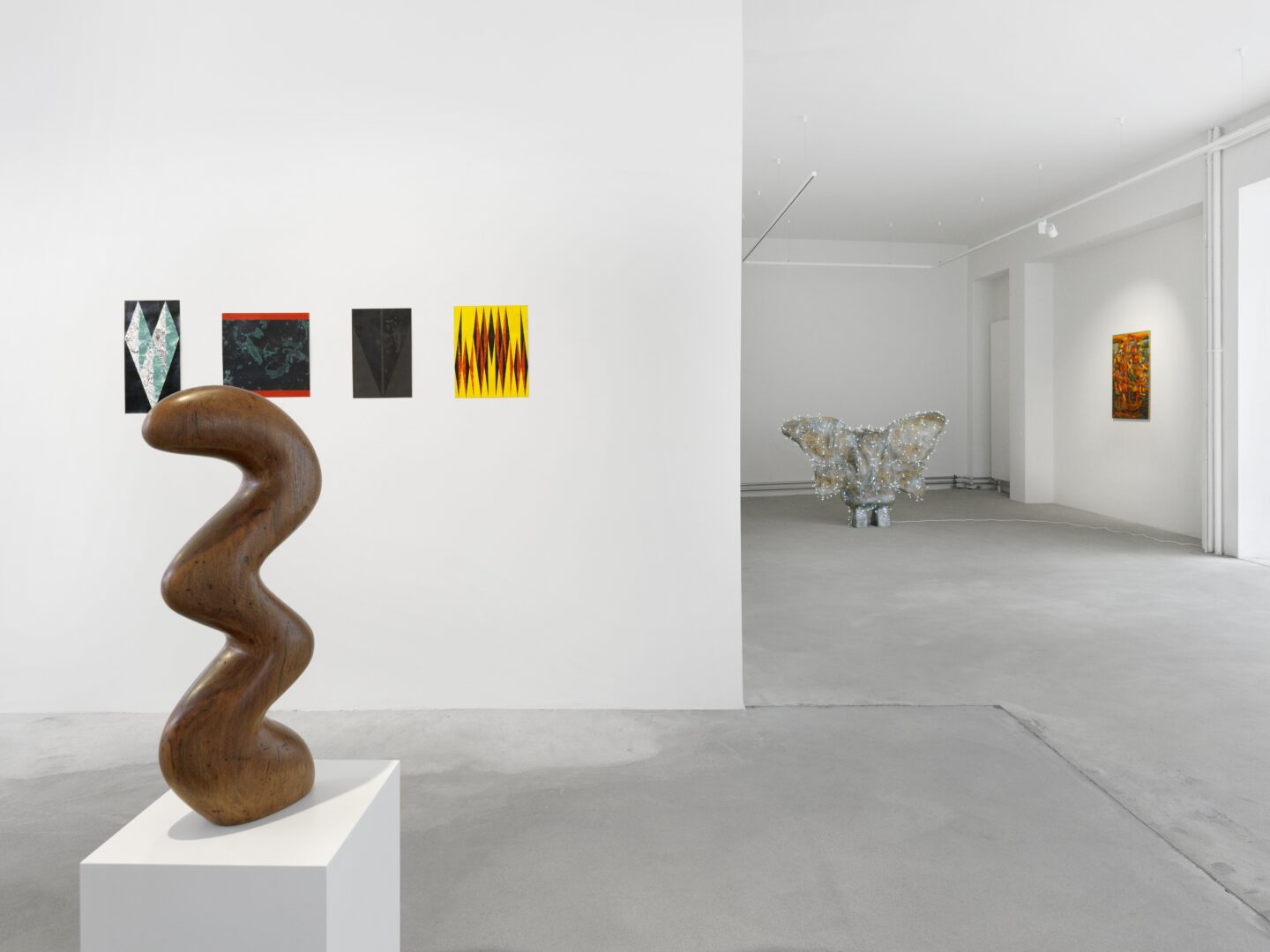 Exhibition View Groupshow «Swiss Made, Chapter II; view on Claudia Comte, Boogy Snake, 2020, Damián Navarro, Fiscal Fenouil, 2020, Le doigt vert, 2020, Verveine, 2020 and Rita Formol, 2020, Denis Savary, Lullaby, 2018 and Mathis Gasser, Flaggenschiff, 2009-2010» at Ribordy Thetaz, Geneva, 2020 / Photo: Annik Wetter / Courtesy: the artists and Ribordy Thetaz