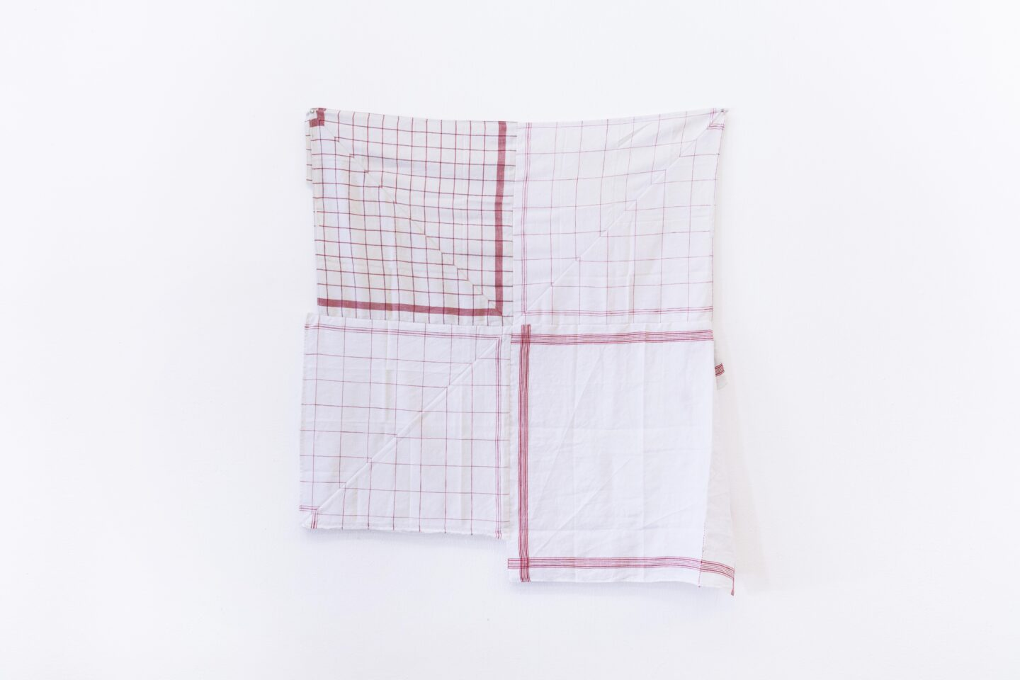Exhibition View Groupshow «For; view on Axelle Stiefel, The Red Thread (After L.B.), kitchen towels, 107 x 93 cm, 2020» at Milieu, Bern, 2020 / Photo: Claude Barrault / Courtesy: the artist and Milieu