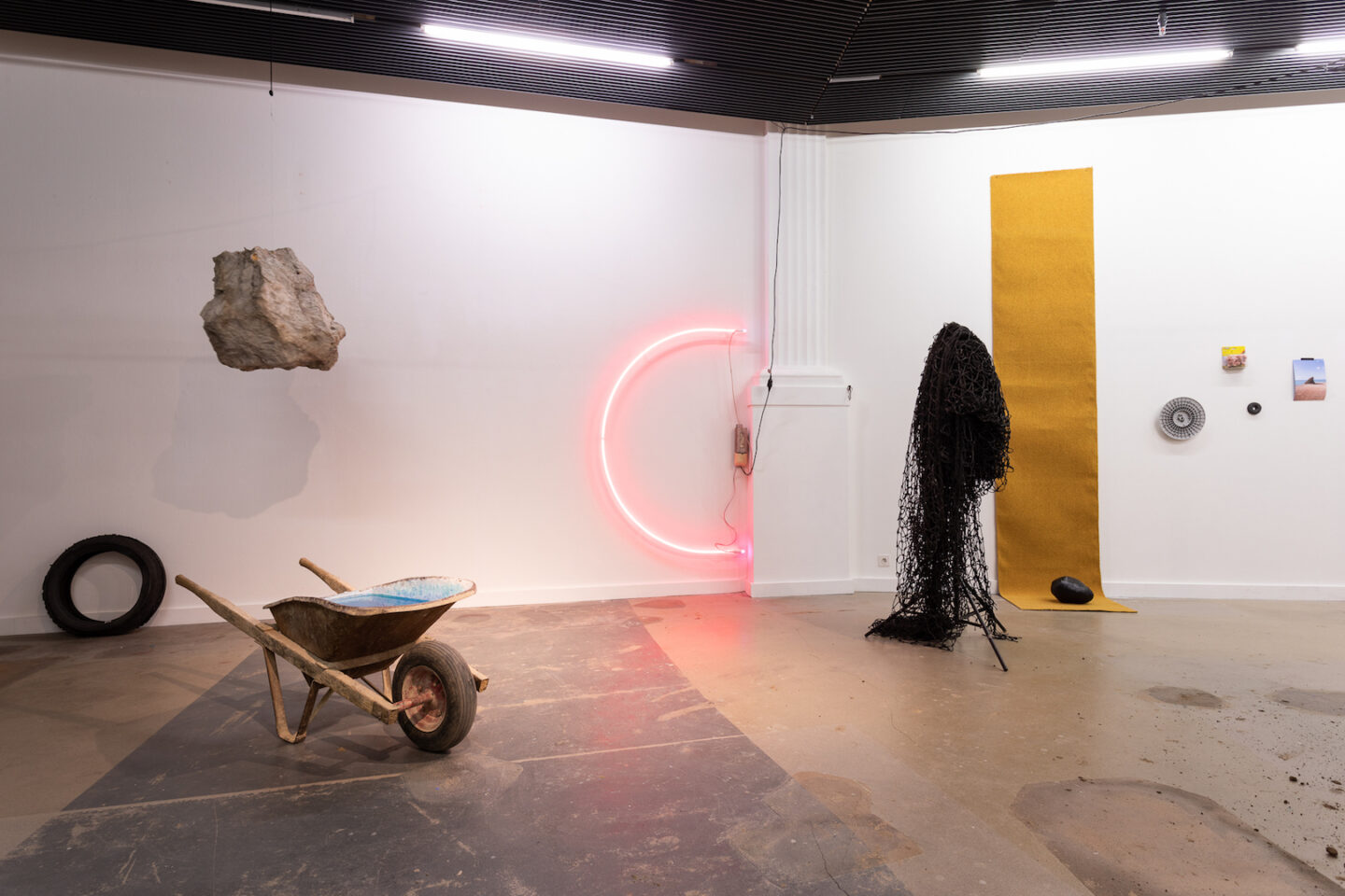 Exhibition View Philipp Hänger Soloshow «Dear Optimist» at Kunsthalle Luzern, Lucerne, 2020 / Photo: Killian Bannwart / Courtesy: the artist and Kunsthalle Luzern