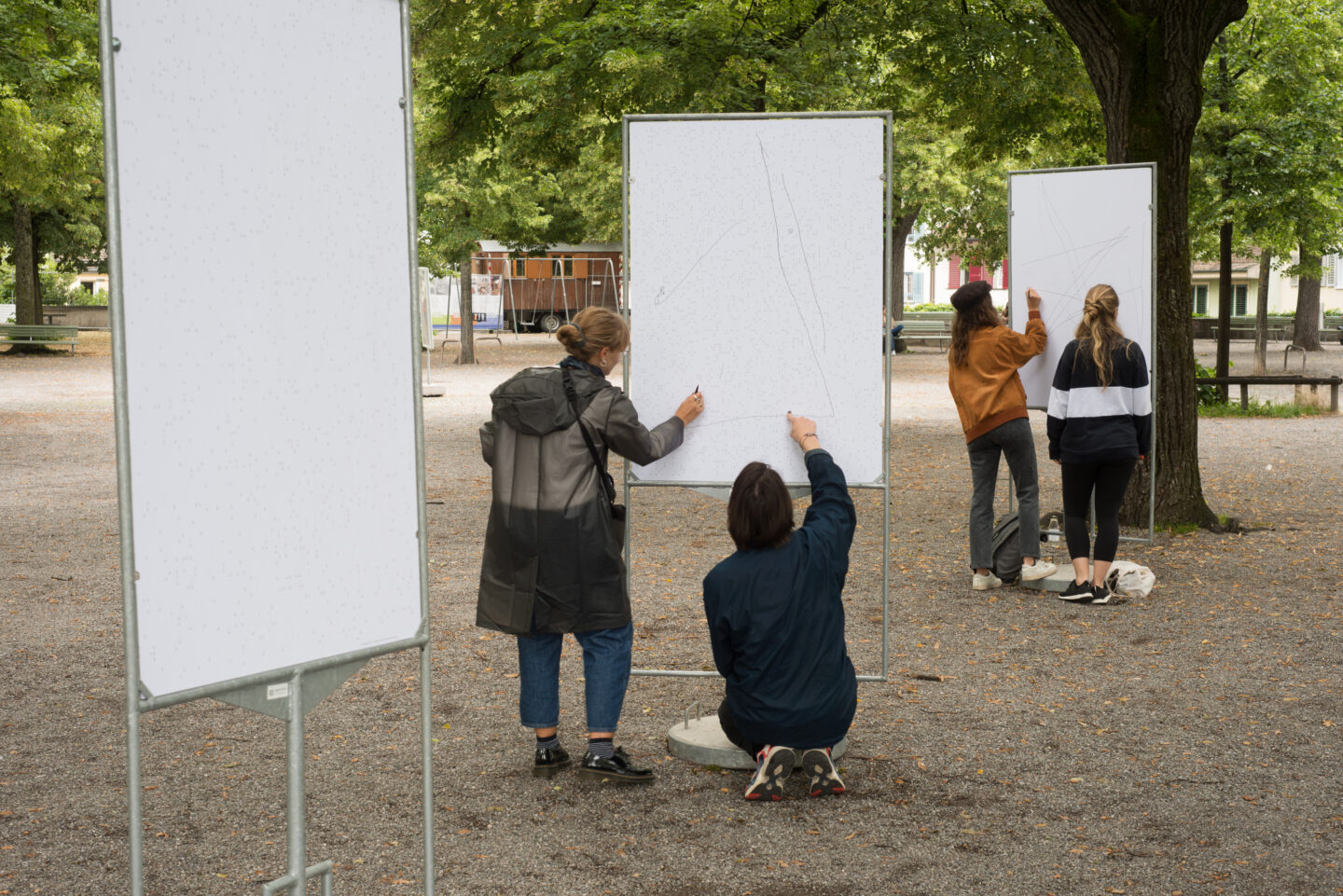Exhibition View Groupshow «Gasträume 2020; view on Fiona Könz and Gregor Vogel, Connecting Dots, 2020» at Public Art in Zurich, Zurich, 2020 / Photo: © Taiyo Onorate & Nico Krebs / AG KiöR Stadt Zürich / Courtesy: the artists and Kein Museum, Zurich
