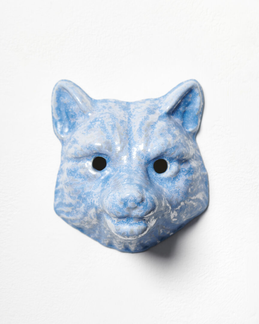 Exhibition View Mai-Thu Perret Soloshow «With an unbounded force; view on Mai-Thu Perret, With an unbounded force (blue fox), 2020, Glazed ceramic, 22 × 19 × 16 cm» at Galerie Francesca Pia, Zurich, 2020 / Photo: Mareike Tocha / Courtesy: the artist and Galerie Francesca Pia