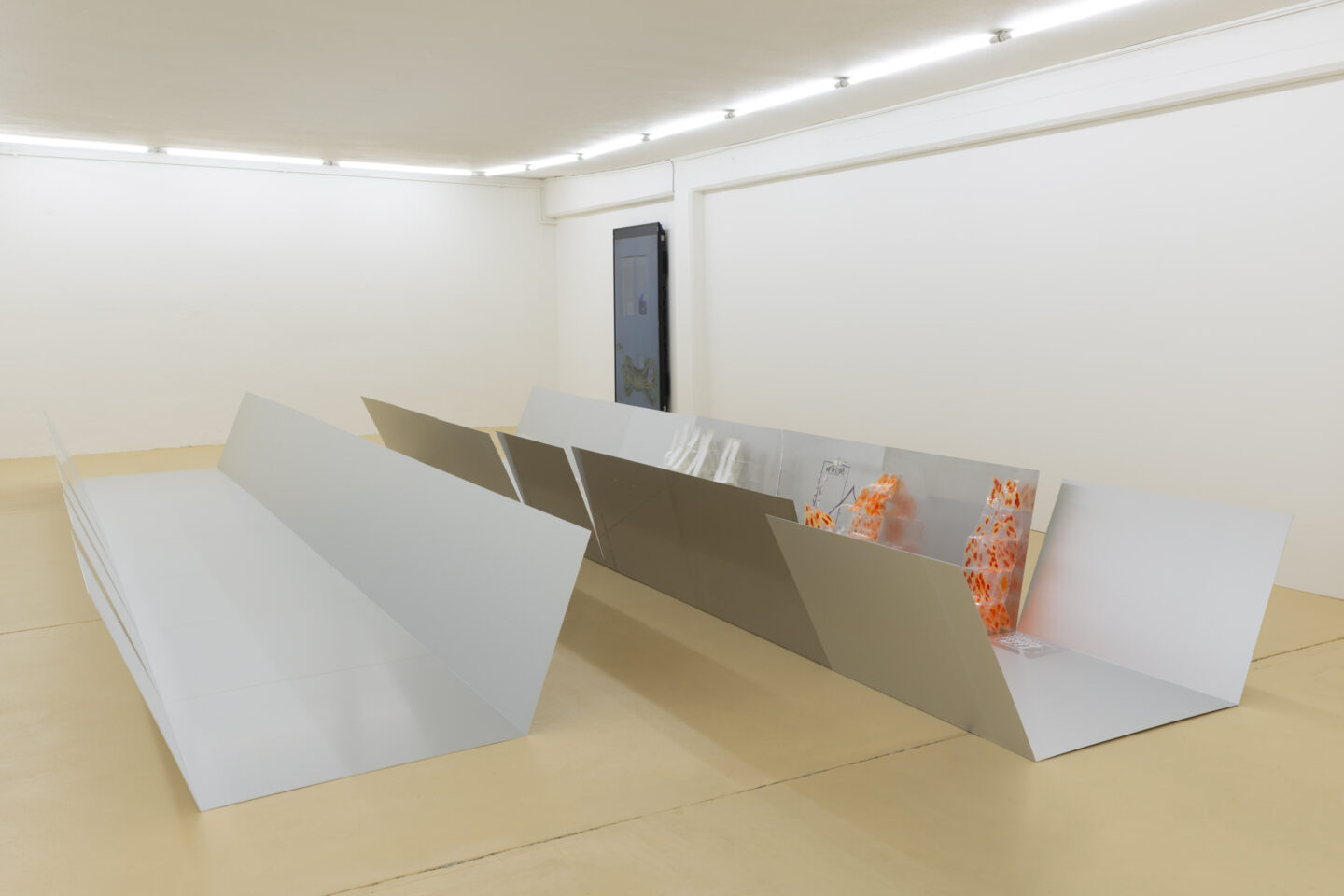 Exhibition View Elza Sile ⩙ {F_x Office} Soloshow «Hunter's Fallacy» at unanimous consent, Zurich, 2020 / Photo: Romain Mader / Courtesy: the artist and unanimous consent
