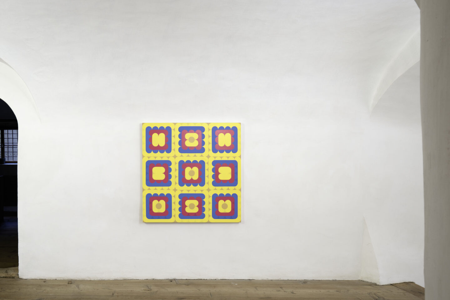 Exhibition View Dan Walsh Soloshow «AfterMath; view on Dan Walsh, Surplus, 2020, acrylic on canvas, 101.6 x 101.6 cm» at Galerie Tschudi, Zuoz, 2020 / Photo: Ralph Feiner, Malans / Courtesy: the artist and Galerie Tschudi