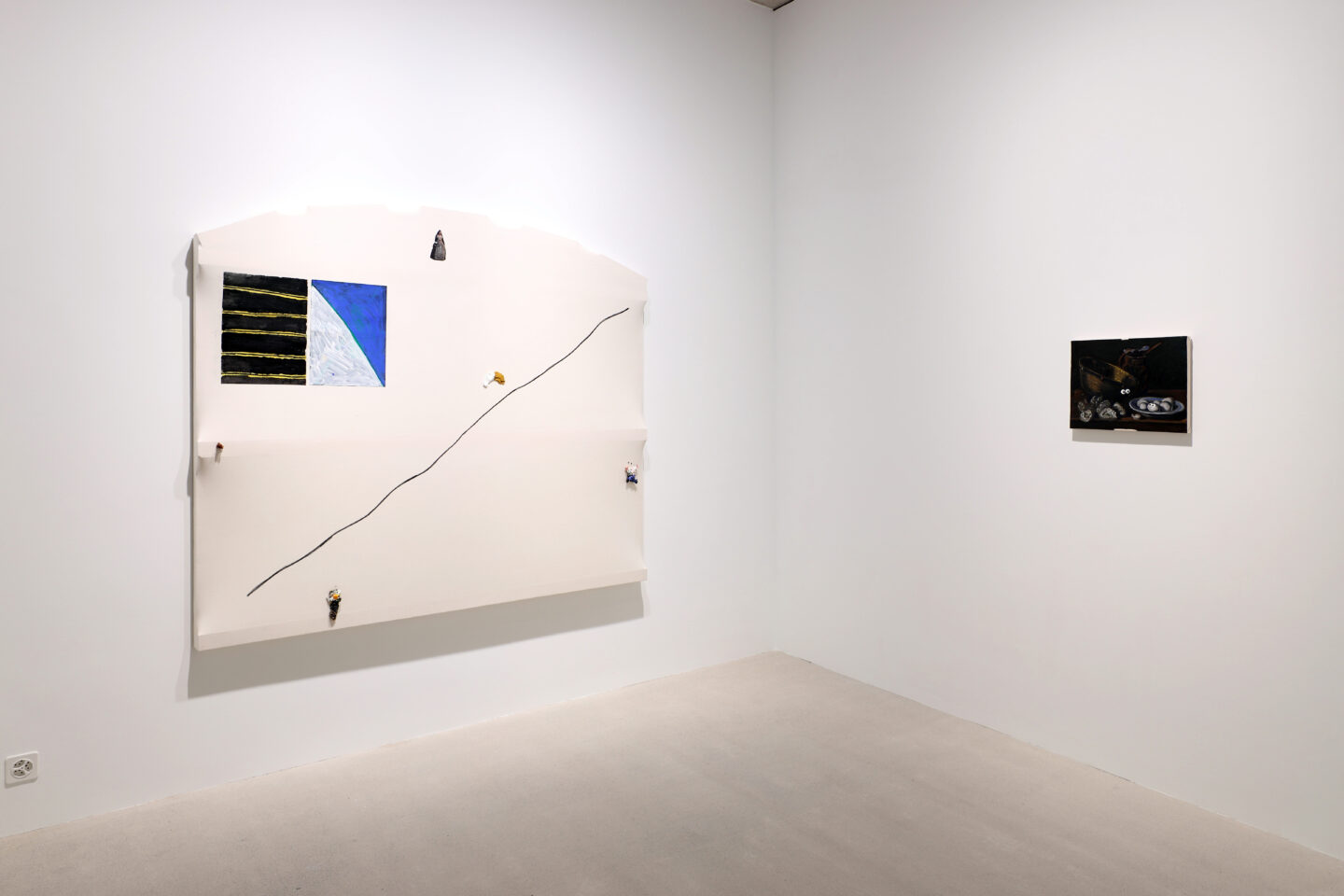 Exhibition View Charles Benjamin Soloshow «Not Again; view on Charles Benjamin, La Menina, 2020 (left) and If you think this is bad you should see the others (5), 2020» at Windhager von Kaenel, Zurich, 2020 / Courtesy: the artist and Windhager von Kaenel