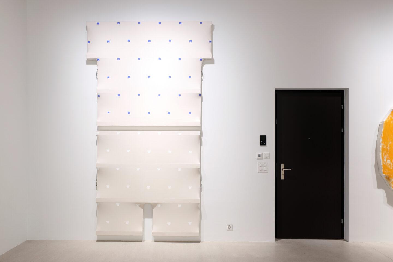 Exhibition View Charles Benjamin Soloshow «Not Again; view on Charles Benjamin, Toroni Shirt, 2019 and Toroni Trousers, 2019» at Windhager von Kaenel, Zurich, 2020 / Courtesy: the artist and Windhager von Kaenel